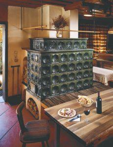 traditioneller Kachelofen Ofenbau Neuner Tirol
